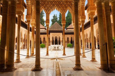 Granada, Spain - October 03, 2013: Alhambra de Granada. The Court of the Lions with its famous white marble fountain 에디토리얼