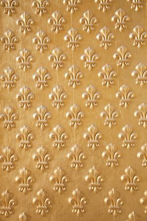 lys: Goldened fleur de lys seamless pattern