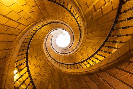 espiral: escalera helicoidal en Santo Domingo de Bonaval. Santiago de Compostela, España