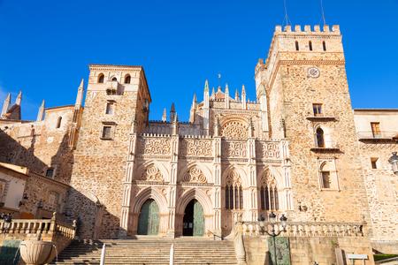 monasteri: facciata gotica del Monastero Reale di Santa Maria de Guadalupe, provincia di Cáceres, Spagna