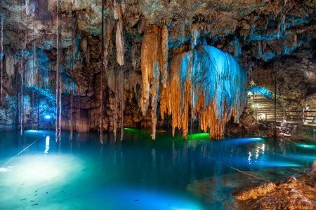 Cenote Dzitnup near Valladolid, Mexico. lovely cenote with transparent turquoise waters and large stalactites Zdjęcie Seryjne