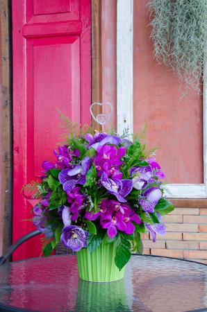 to arrange: Orchids bouquet arrange for decoration in home