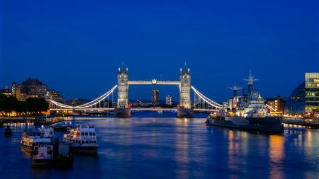 Tower Bridge, London Twilight City Scape, Landmark Of London 写真素材