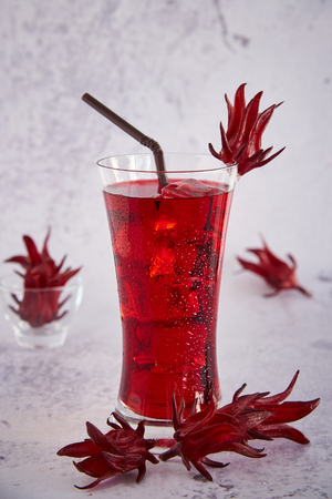 Roselle Juice, Nam Kra Jeeb Traditional Thai Herbal Cold Soft Drink And Decorated By Fresh Roselle. Stock Photo