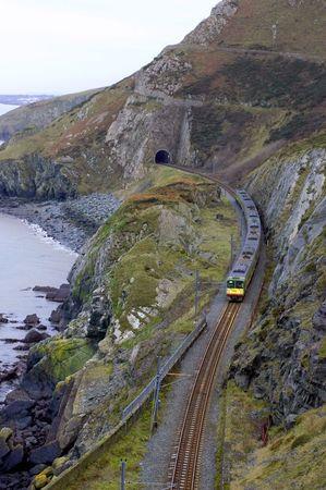 going out: il treno � di uscire da un tunnel  Archivio Fotografico