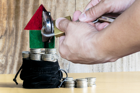 Saving for home It is an important life goal in our lives, Keep small savings at least, Gradual Do with continuous effort, Put a coin in a bag every day. Stockfoto