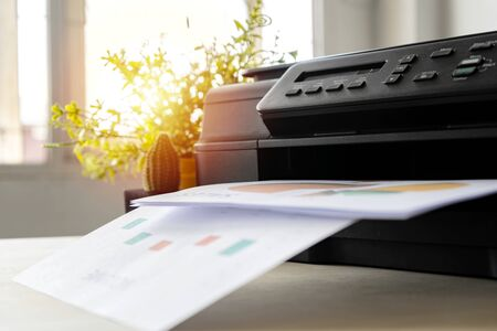 The printer is fully functional,Located on the desk. Is important in the office to present the work and success of the work. 版權商用圖片 - 124531511