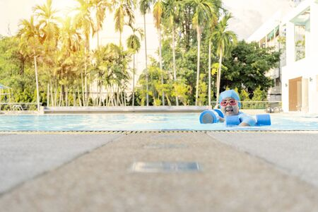 The very happy child that she had played in the pool, By using a swimming aid. Being able to swim can help children to help themselves when an accident occurs. Banco de Imagens