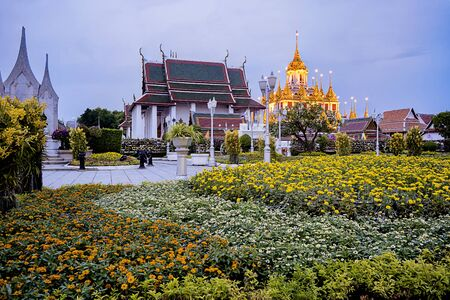 Wat Ratchanadda, It is a place that is important to Buddhism in Thailand, Popular tourist attraction of foreigners. If traveling to Bangkok. At night, turn on the beautiful lights.
