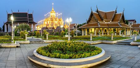 Wat Ratchanadda, It is a place that is important to Buddhism in Thailand, Popular tourist attraction of foreigners. If traveling to Bangkok. At night, turn on the beautiful lights. Stok Fotoğraf - 130385452