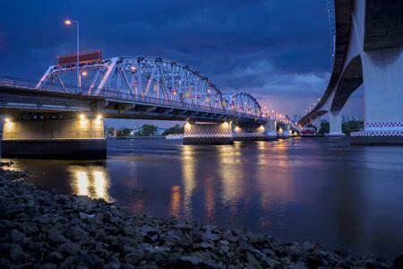 Krungthep - Rama III Bridge A bridge across the Chao Phraya River Between Ratchadapisek Road and Somdej Taksin Road in sunset ,Thon Buri in Bangkok Thailand. Metal brige. Zdjęcie Seryjne