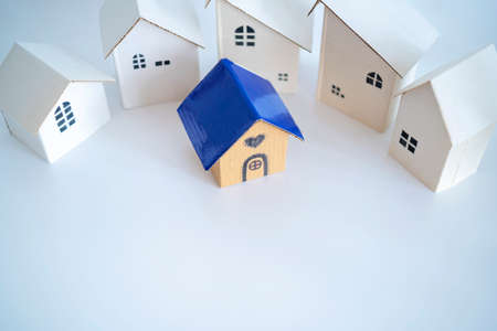 Search and selection of homes for purchase or rent. Many house models and one with heart 版權商用圖片 - 168300211