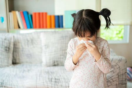 This child is allergic to air or is infected with influenza virus, so he has to cover the tissue to sneeze when sneezing.