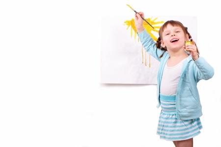 Kislány rajzol képet
