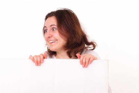 Vicces fiatal lány egy papírlapra