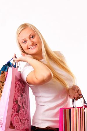 Örömteli szőke nő megy vásárlás