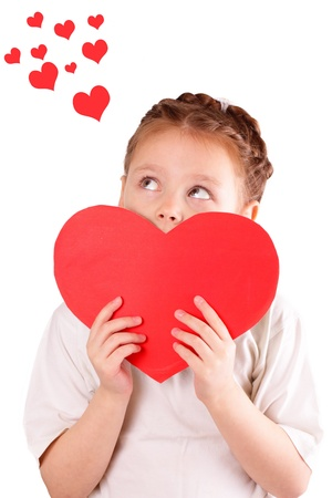 Csinos kislány egy nagy piros szív Valentin napra