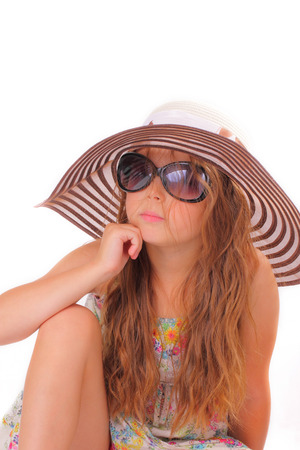 Attractive little girl in a hat and with sunglasses Banque d'images