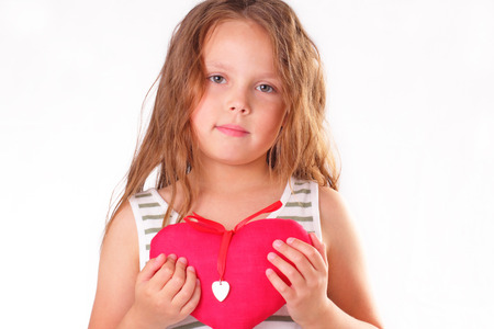 Pretty little girl with a big red heart Banque d'images