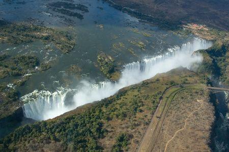zimbabwe: Vista a�rea de las Cataratas Victoria, en la frontera de Zambia y Zimbabwe Foto de archivo