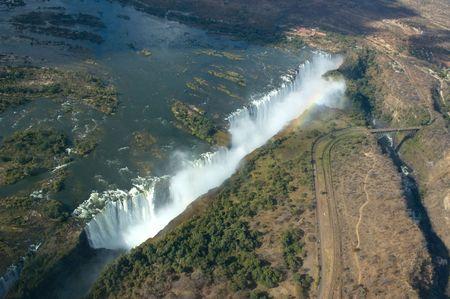 simbabwe: Luftaufnahme von der Victoria Falls an der Grenze zwischen Sambia und Simbabwe Lizenzfreie Bilder