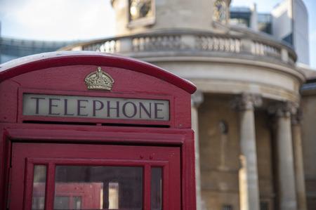 cabina telefono: Cabina de teléfono roja en Londres, Inglaterra