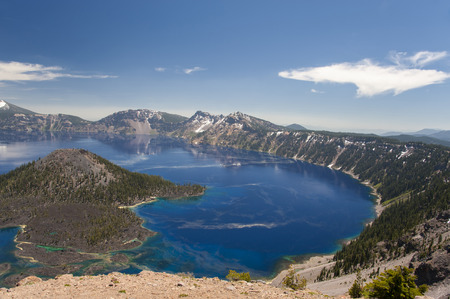 crater lake: View of Crater Lake National Park in Oregon