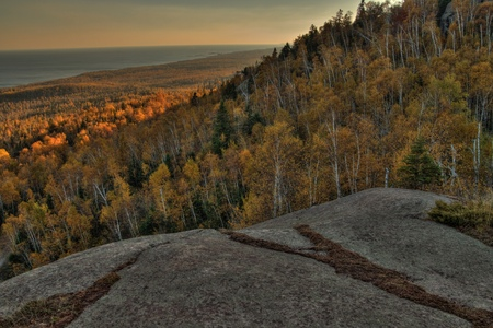 Autumn at Carlton Peak of the Sawtooth Mountains in Northern Minnesota on the North Shore of Lake Superior 스톡 콘텐츠
