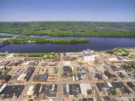 Winona는 미시시피 강의 남부 미네소타에있는 커뮤니티입니다. 스톡 콘텐츠 - 102029914