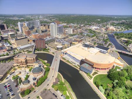 로체스터는 건강 관리를 중심으로 한 미네소타 동남부의 주요 도시입니다. 스톡 콘텐츠 - 102029943