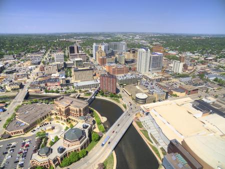 로체스터는 건강 관리를 중심으로 한 미네소타 동남부의 주요 도시입니다. 스톡 콘텐츠 - 102012621