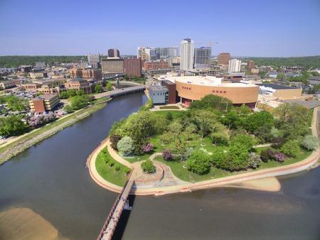 로체스터는 건강 관리를 중심으로 한 미네소타 동남부의 주요 도시입니다. 스톡 콘텐츠 - 102030100