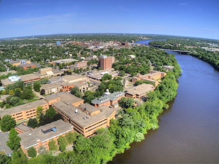 St. Cloud University is a College on the Mississippi River in Central Minnesota 에디토리얼