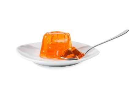 Green Jelly auf Dessertteller auf einem weißen Hintergrund