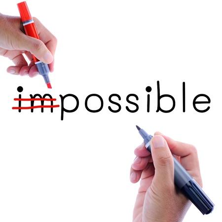 actitud positiva: Escritura del hombre mano posible de ser imposible. Concepto de la motivación Foto de archivo