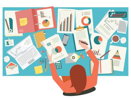 Very busy Geschäftsfrau, die mit Papierkram auf ihrem Schreibtisch im Büro. Flache Bauweise. Draufsicht.