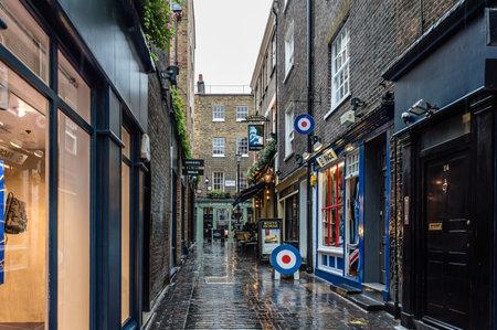 カーナビー ・ ストリートのロンドン、イギリス - 2015 年 8 月 24 日: ビュー。カーナビー ・ ストリートがあるウェストミン スター、ロンドンのソー 報道画像