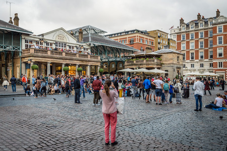 covent: LONDON, UK - AUGUST 20, 2015: View of Covent Garden market, a tourist attraction in London, known as restaurants, pubs, shops and public performing. Editorial
