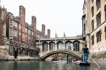 punt: CAMBRIDGE, UK - AUGUST 11, 2015: Bridge of sighs.  Punting on the river Cam. Some companies and students hire punts to visitors and tourists. Cambridge is a university city and one of the top five universities in the world. Editorial