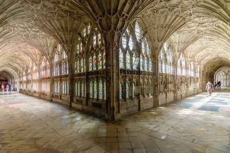 Gloucester, UK - August 17, 2015: Interior of the cloister of Cathedral Church of St Peter and the Holy and Indivisible Trinity. Gothic style. Redactioneel