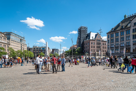 make known: Amsterdam, Netherlands - August 1, 2016: Dam Square is a town square in Amsterdam. Its notable buildings and frequent events make it one of the most well-known and important locations in the city.