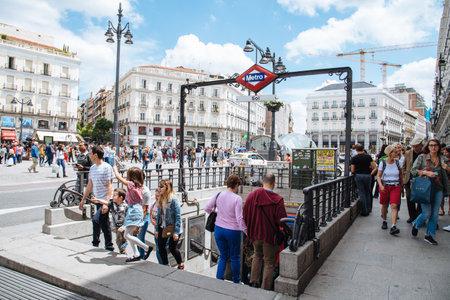 Puerta del Sol Square in Madrid Redactioneel