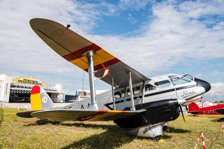 Aviones De Havilland DH89 Dragon Rapide durante la exhibición aérea