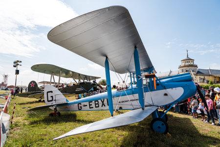 Aviones De Havilland DH-60 Moth durante la exhibición aérea