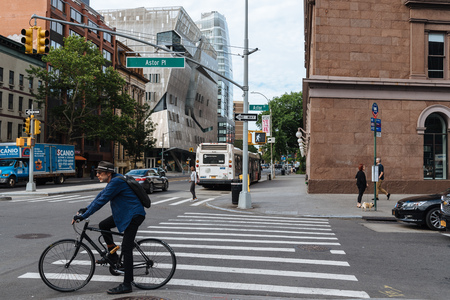 Cyclist is waiting for crossing street in New York City 報道画像