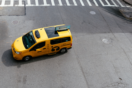 Yellow taxi cab in New York, top view 報道画像