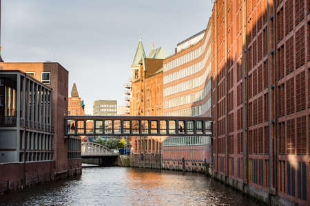 The Warehouse District or Speicherstadt in Hamburg. Wandrahmsfleet canal Standard-Bild