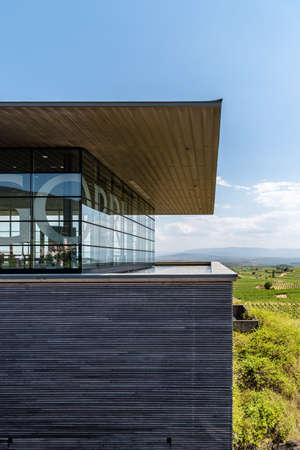 Modern architecture winery of Baigorri in La Rioja Standard-Bild - 156763423