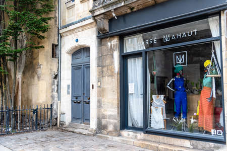 Picturesque luxury fashion store in Bordeaux, France Standard-Bild - 156856665