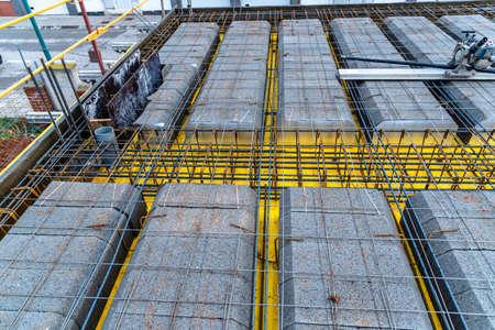 Detail of reinforced concrete slab under construction Standard-Bild